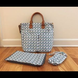 Stylish Diaper Bag Includes changing pad